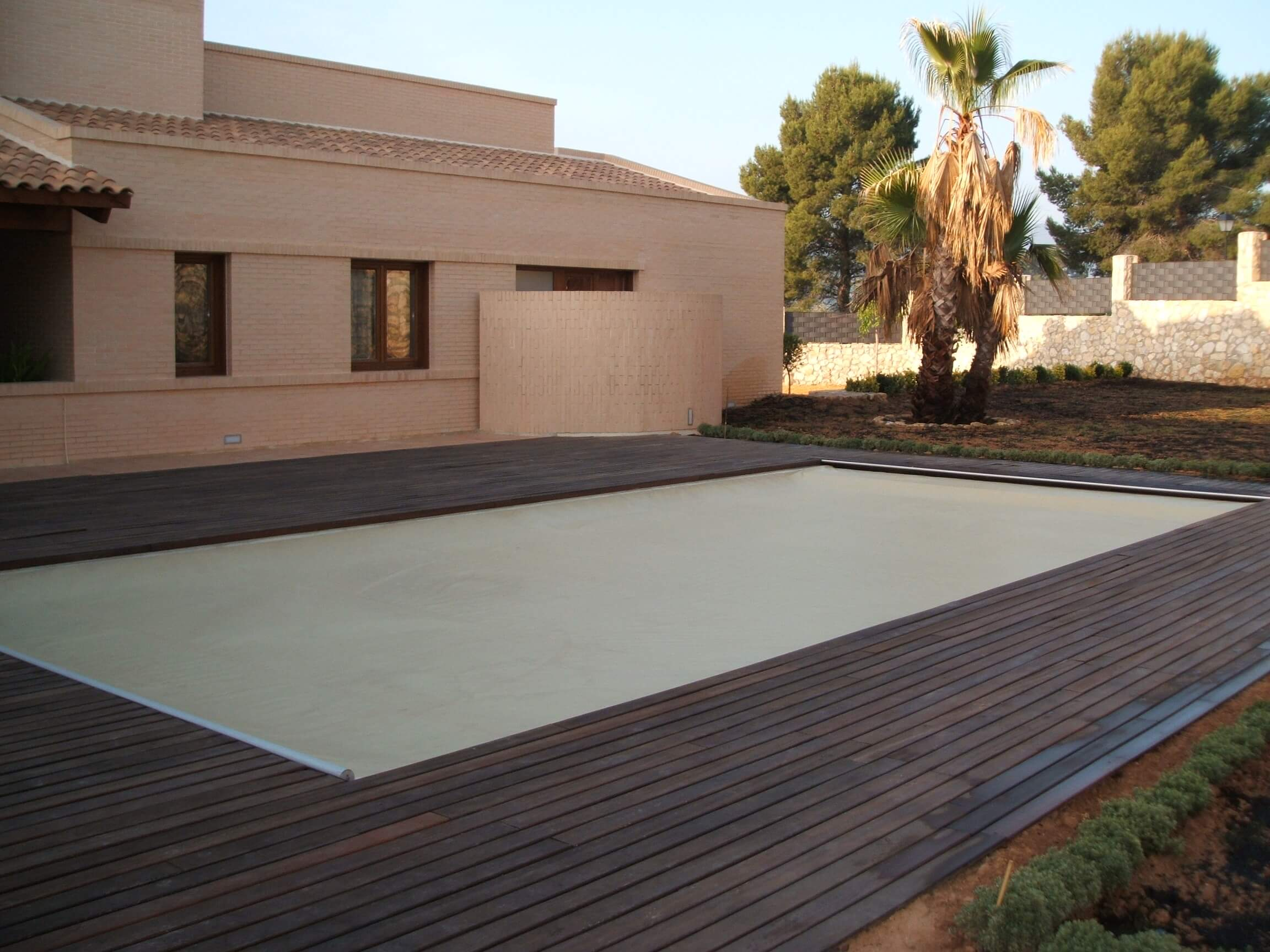 Acabados tarima madera top piscines for Madera para piscinas